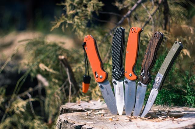 Array of folding Knives